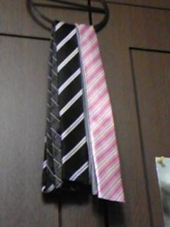 こないだネクタイを買ってみたんだー。半分から違う柄になってるの。