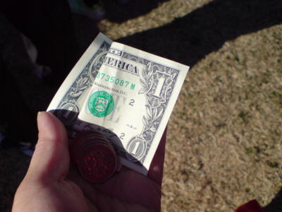 チーズバーガー300円、ドルと円混ぜて買えるかな?