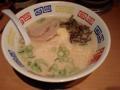 とんこつラーメン  とんこつラーメン650円にランチメニューの高菜チャ