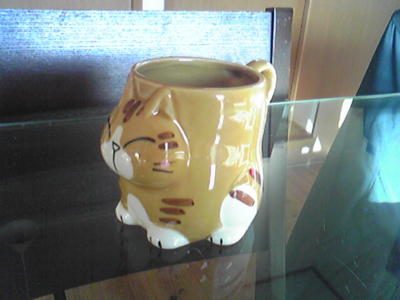 今日はトラ猫カップでコーヒータイム
