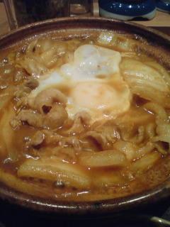 晩ごはんはやよい軒でカレー鍋定食。860円。他の客もいっばい注文して