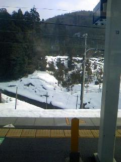 トンネルを抜けるとそこは雪国だった