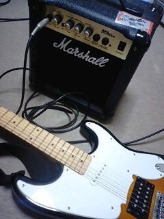 久しぶりにギターに触れてみる。ベースやってみたいっていつから言っ