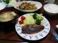 今日の晩飯。鯵のムニエル、胡瓜と豚肉のピリ辛炒め。白菜とほうれん
