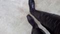 寒いからレザーのレギンスにブーツ。鼻水とらんね。
