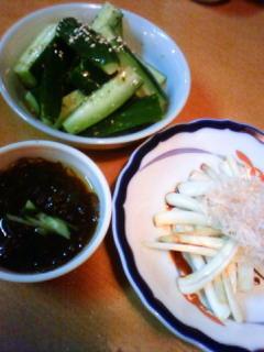 友人の就職祝いを沖縄料理の店へ。また島らっきょうを食べました。