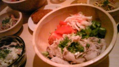 久しぶりにちかちゃんと冷しゃぶをつくりました(^O^)サラダも盛り沢山(