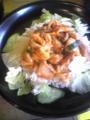 本日の限定メニューは四川風トリの辛いミソ炒め丼スープセットです!