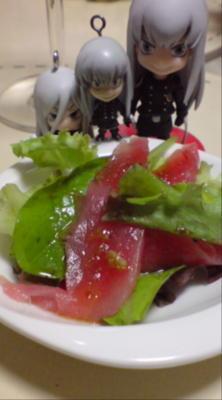 なう夕食〜。まぐろのカルパッチョをスクに☆