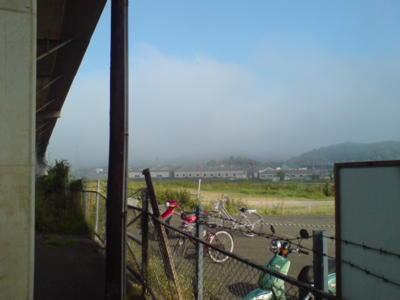 おはようございます♪今日の厚東は一部で霧が発生中です〜国道2号線