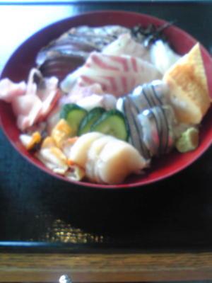 おいしさまるごと海鮮丼を食べます♪ 1380円です