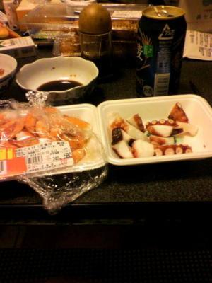今夜のつまみw生で食べられるエビと、たこぶつです(^^) …当然どちらも
