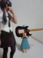いきなり歯ギターをする綾波。