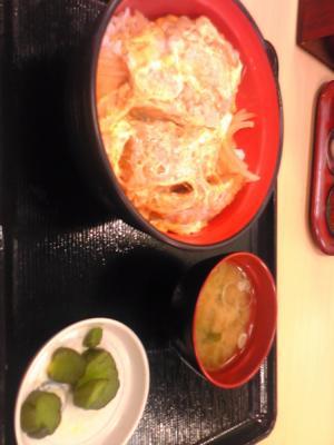 願掛けの、富士そばカツ丼、なう! #2010WC