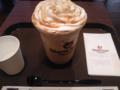 ちょっと時間があるので、Gloria Jean's COFFEESでエスプレッソトフィーチラ