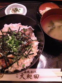 目白のEhon House へ行った帰りに、格安鰻丼ランチ