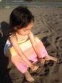 娘、お砂場に移動。母はブランコこぎながらつぶやき中。あ、気持ち悪