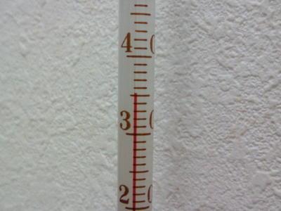 さすがに暑いっ(>_<)代謝の悪い私でも汗が流れる〜(笑)。仕事場、35.2度