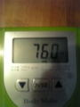 本日の体重76.0キロ。前日デラックス弁当がっつりいったのに400グラム