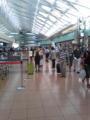 羽田空港なう。夏休み旅行客だらけなのにこっちは仕事だよ。