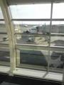 飛行機は狭いから嫌いだよ。