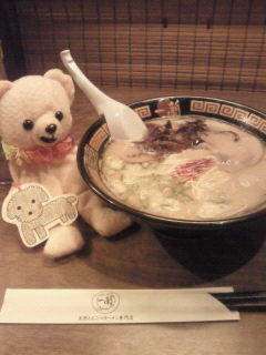 @uchiyamamaroka かっすー、にゃぉサンと一蘭行ったぴょん♪  今日も、たく