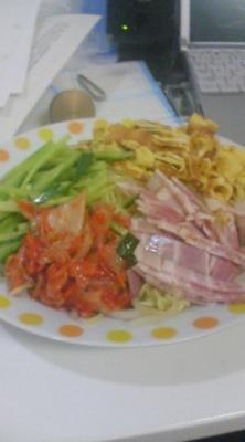 冷やし中華うまー\(^O^)/僕のお昼ご飯←