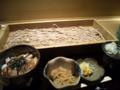 今日のランチ。板蕎麦と日替わり小丼。丼は焼鳥丼でした。程よく甘い