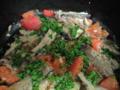 結局、サンマの内臓取ってニンニクとオリーブオイルで炒めてトマトい