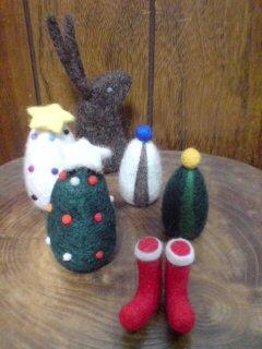 クリスマスツリーと奥にうさぎ。今からもう1個作る!