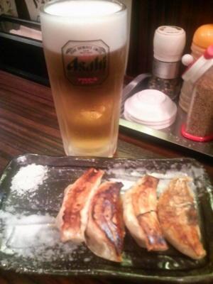 餃子とビール、なう♪