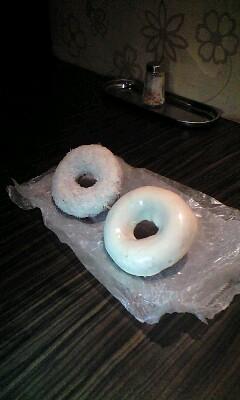 アフターなう。エルさんがドーナツ買ってきてくれた! つまようじ刺
