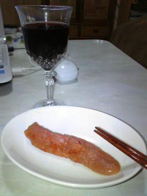 今日は冷えるので寝る前にいただき物のワインなどo(^-^)o 酒の肴はこれ