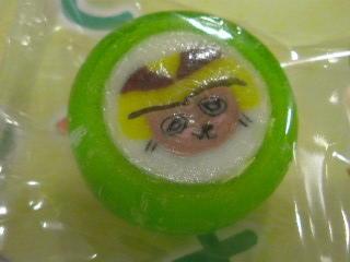 たき坊キャンディー、なかなか味のあるお顔♪(マスカット味だけに…)