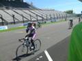 鈴鹿で自転車レース中。午前の個人レースは終了。後はチームレースや