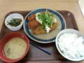 一人でお昼ご飯なので青山大学の学食を食べにきました。ミックスフラ