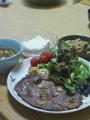 今日の夕飯。豪州産牛ステーキ、七種の野菜スープ、野菜サラダ、男前