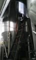 空になったビールタンク開放(炭酸放出)中。工場内はホップの香りが