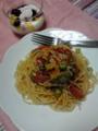 カラフルなお野菜を使ったパスタとフルーツヨーグルト♪味付けはサッ