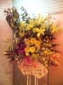 メイベリンさんからお花が。黄色と紫基調。