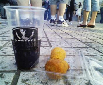 今代々木公園のブラジリアンフェスター黒ビールとコシーニャ!