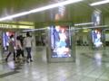 丸の内線新宿駅の近くにて。
