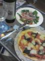 なんとなくイタリアンな気分だったのでマルゲリータピッツァとカプレ