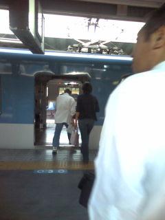 尼崎の乗り換え 隣の各駅を通り抜けてもひとつ隣のホームへ行くので