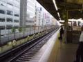 おはようございます。しとしと雨の江坂駅から