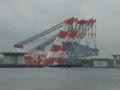 巨大架設その2 台船から吊り上げ、ゆっくりゆっくり架けています。