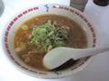 北海道物産店にて すみれの味噌ラーメン。スープの油がギトギトで胃