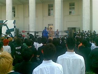 慶応の学生プロレスなう。