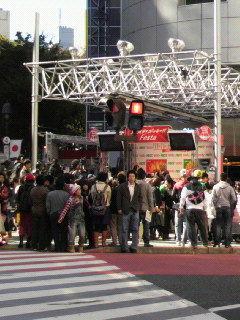 109前、ポッキーのイベント?西野カナがライブ中。