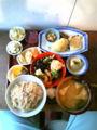 昼食・・・自然食の食堂。玄米ご飯に味噌汁。おかず20種類(小鉢)。